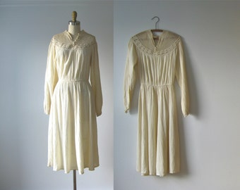 vintage 1970s dress / cream crochet dress