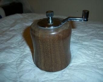 Artisan mini pepper mill grinder (Walnut)