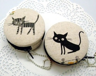 6.5cm Macaron / jewelry pouch / Macaron coin purse / ear phone case -- 2 options -- Cat