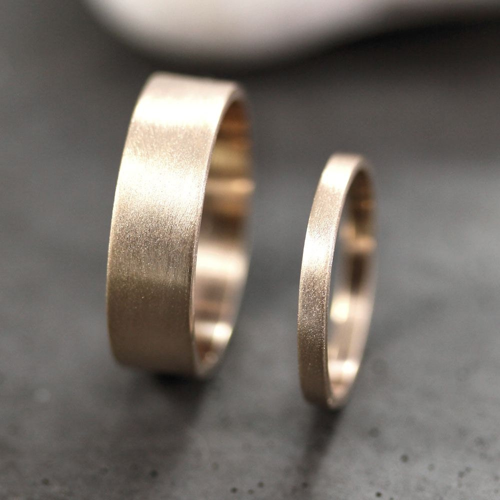 gold wedding band set his and hers 6mm and 2mm brushed flat. Black Bedroom Furniture Sets. Home Design Ideas