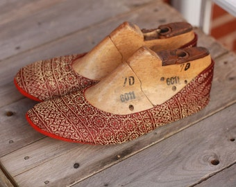 US 9.5 / Euro 40 / UK 8, burgundy-gold slippers #558
