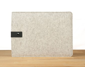 "13"" MacBook Pro with Retina Display Sleeve Case - White Wool Felt with Black Leather"