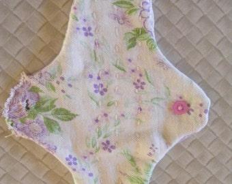 Cotton-flannelette hand-stitched menstrual pad