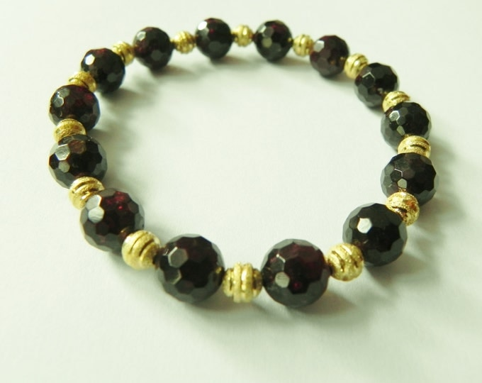 Stretch bracelet with garnet and gold tone beads, red, gold, January birthstone, red gemstone, red bracelet, claret, wine, deep red