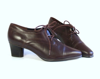 vtg 80s BROWN lace up ANKLE BOOTS heels 6 preppy boho oxfords brogues shoes