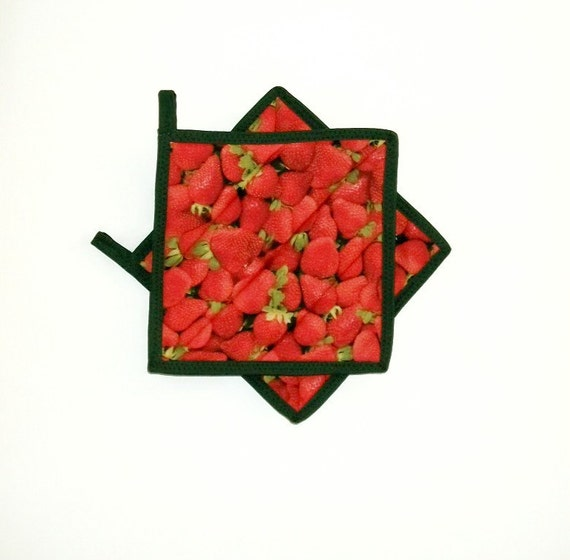 Red Pot Holders: Pot Holders Quilted Strawberry Red Green Set Of 2