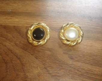 vintage clip on earrings switchable black white goldtone