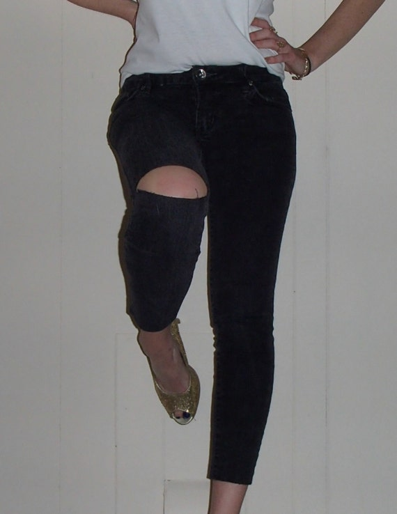 Nyz Re Worked RIPPED SKNNY JEANS Cut Out Right Knee Cut Bottom