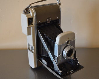 Awesome Vintage Polaroid Model 80B Land Camera - See all of our vintage cameras
