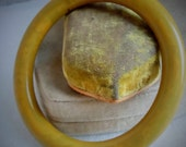Vintage Bakelite PEA SOUP, Marbled Yellow Green Chunky rounded Bangle Bracelet, c1940