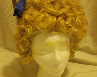 Gold Effie Trinket Wig