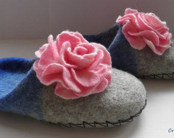Felted slippers, Pastel colors, Pink roses, felted wool women house shoes, women slippers with leather soles, Eco friendly, Made to order