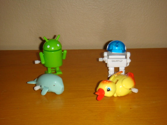 Toys For 4 And Up : Lot of small plastic wind up toys