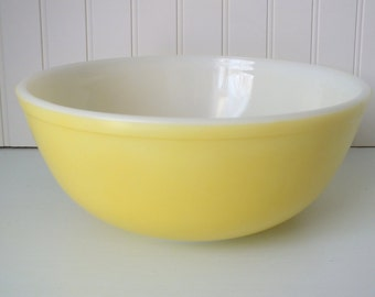 Yellow PYREX Primary Colors Mixing Bowl Made in Canada