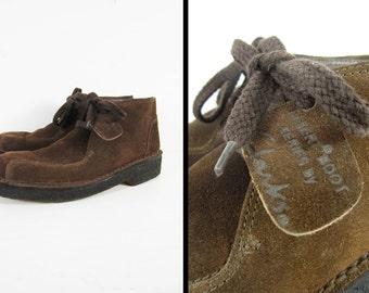 Clarks Desert Boots Leather Shoes Brown Suede Crepe Soles Semi Moc Toe - Size 7 1/2 M