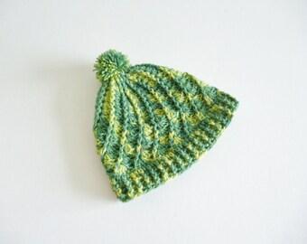 Pom pom hat in green camo - adult unisex - 100% wool - crochet - spiral pattern