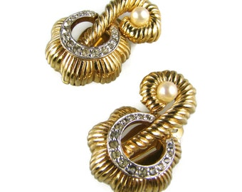 Vintage Jomaz Gold Ribbed Clip On Earrings With Rhinestones And Pearls