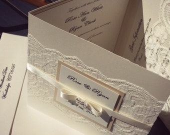 Lace Pocket-fold Tri-fold invite stunning, stunning 2 Lace pockets, glamorous jewel invitation folio. Invitacion espanol