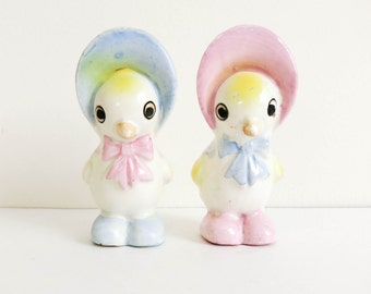 1950's Easter Decoration - Salt and Pepper Shakers - Chicks in Bonnets - Baby Birds - Pastel Pink Blue Nursery Decor - Birthday Cake Topper