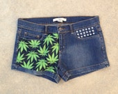 BLOWOUT Dab queen weed leaf mid rise shorts
