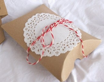 5 BRoWN KRaFT  PiLLoW BoXeS--party favors, weddings, shabby chic wedding, gifts-