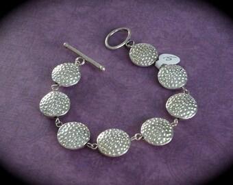 Metal linked bracelet