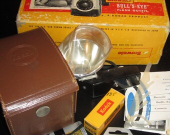 Vintage Kodak Brownie Bulls Eye Camera with original box and accessories and leather field case
