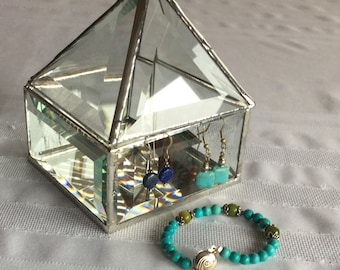 Clear beveled glass box 4 x 4 x 5 with a pyramid shaped lid