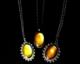 Mood change vintage style 60's necklace