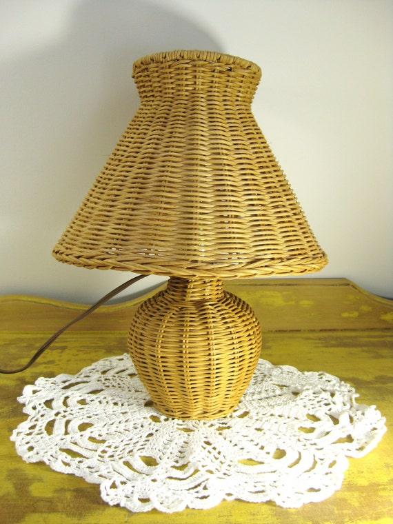lampe vintage rottin tress vannerie lampe naturelle rustique. Black Bedroom Furniture Sets. Home Design Ideas