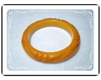 Butterscotch Bakelite Bracelet  - Vintage Carved   Brac-1837a-040810000