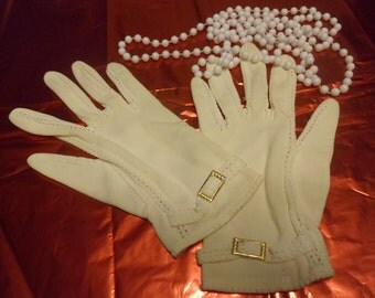 Vintage Nylon White Ladies Gloves, Wedding Gloves, Made in Japan