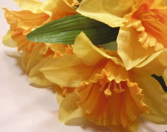 Large bloom Daffodil bouquet , 13 inches long  (HR30)