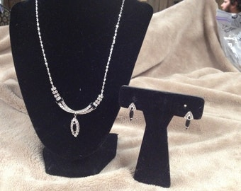 Vintage Silvertone Black and White Gemstone Necklace with Matching Earrings