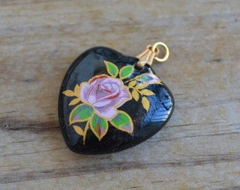 Pretty antique art deco 50s vintage wood heart pendant with pink and gold rose design / russian / Japam