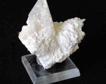 Mineral Specimen - Heulandite - Ca, Mordenite - Rat's Nest Claim, Challis, Custer Co., Idaho, USA - geology - nearearthexploration