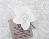 White, Off-White Flower Hair Pin. White Flower Hair Piece. Bridesmaid Hair Pin.