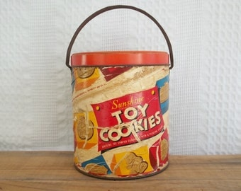 Sunshine Toy Cookies tin, fiber board body & tin lid and handle, mid century 1050s, bright, storage basket, bucket, pail, container, biscuit