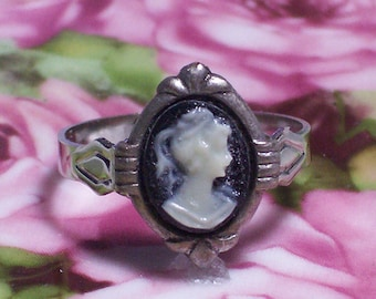 Cameo Ring~Black Background with Cream Profile~Adjustable