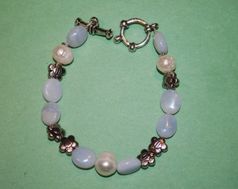 Bllue Agate and Real Pearl Bracelet with Flower Spacers