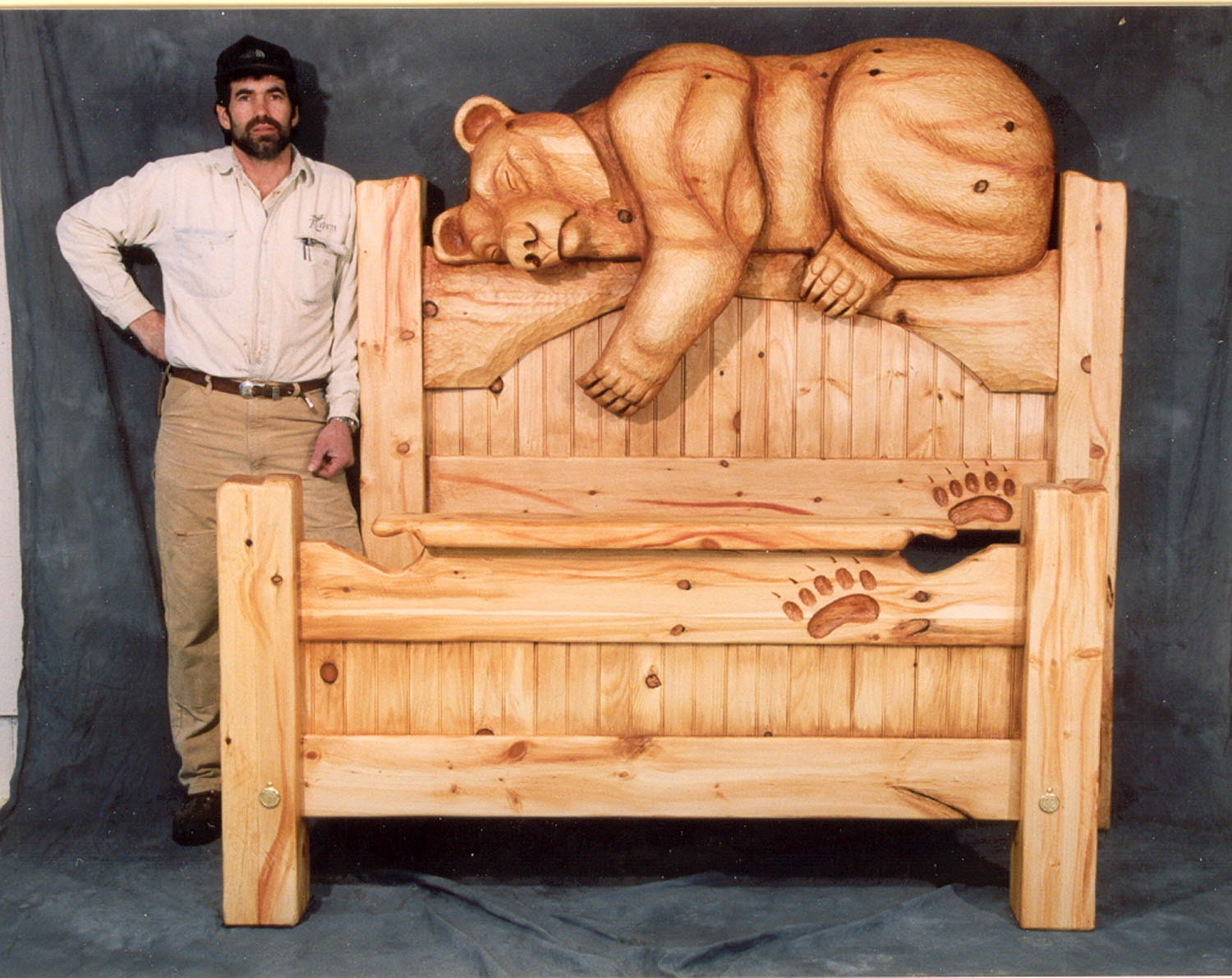 Hand Carved Bed: Bed Queen-size Carved Bear Headboard Sweet Dreams Bedroom