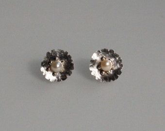 Sterling Silver Minimalist Earrings. Sterling Silver Daisies with Pearls.