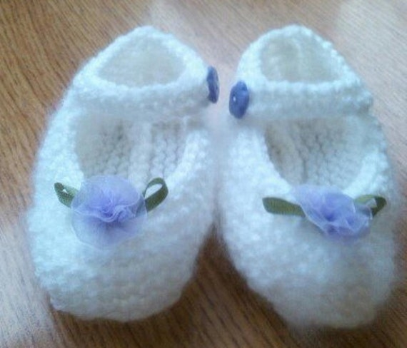 Knitting Baby Shoes : Mary jane shoes knitting pattern baby shoe by woolydelicious
