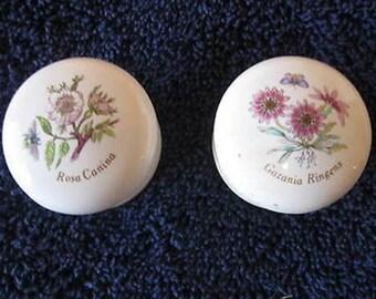 Vintage Pair of Decorative Porcelain Draw Pulls  CL30-48