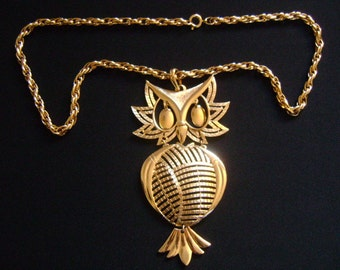 Vintage ALAN Goldtone Jointed Articulated Moveable Eyes Filigree Openwork Body Design Owl Bird Pendant & Chain Necklace Fabulous Retro Piece