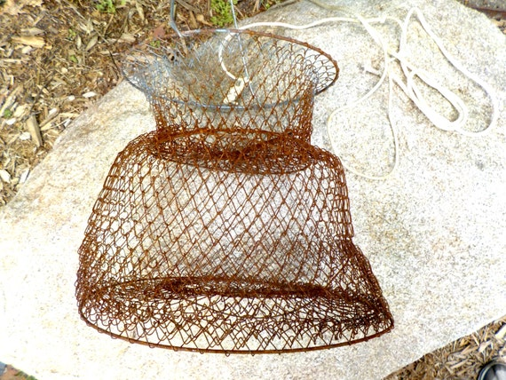 Fish cage fish keeper fish basket wire fish by thevintageporch for Fish wire basket