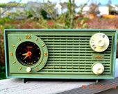 PEA Green Fantasy Vintage 1955 Admiral 4E3A AM Tube Clock Radio Works!