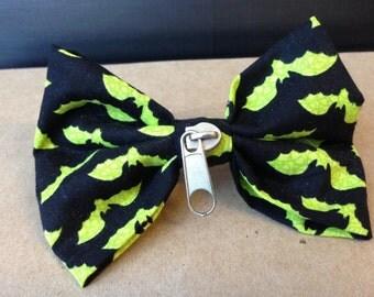 Black and Green Batty Zipper Bow