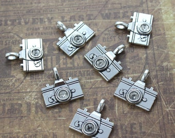 10 Large Camera Charms Camera Pendants Antiqued Silver Tone  3D 20 x 15 mm