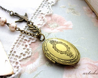Swallow Locket Necklace Leaf Antique vintage style Nature locket Oval locket Carved Antique bronze Gift for her